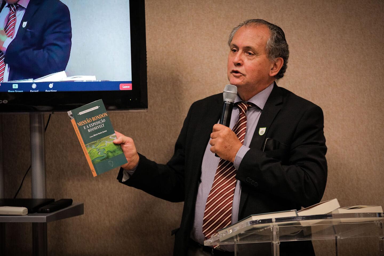 Professor-doutor Antônio Flávio Testa apresentou o Projeto e os livros do Lançamento